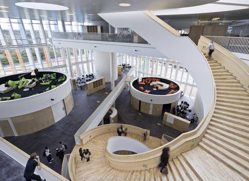 Escaleras en el Orestand College