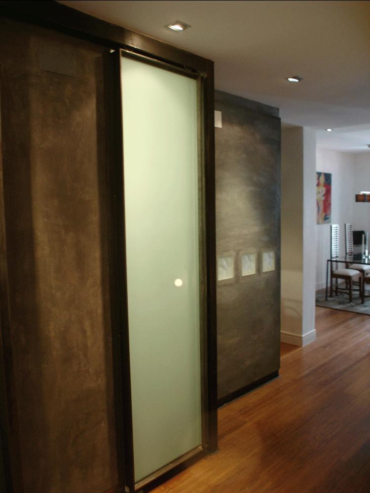Puerta corredera del estudio