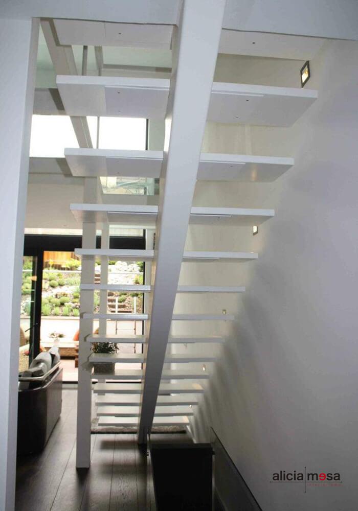 escalera-interior-madera-blanco-madrid